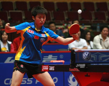 图文:女乒世界杯郭跃4-0吴雪 郭跃奋力回球