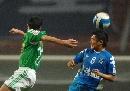 图文:[中超]长沙0-2国安 刘建业奋力争顶