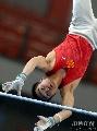 图文:第六届城运会体操男团 单杠比赛中