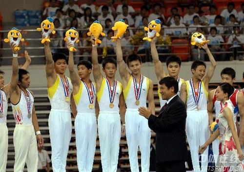图文:第六届城运会体操男团 武汉队夺男团冠军