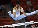 图文:第六届城运会体操男团 空中飞跃