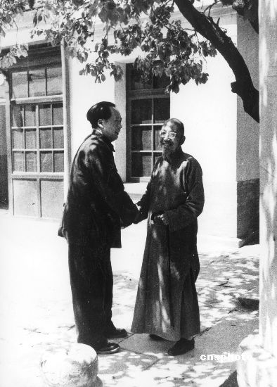 1949年,毛泽东会见柳亚子先生 中新社发 中新社 摄