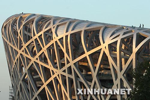 9月29日,工人在国家体育场(鸟巢)施工。