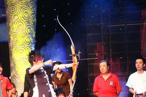 图:奥运群英会 花儿乐队大张伟射箭