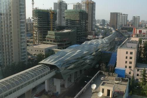 北京/第1页:地铁五号线即将开通(一)北京地铁5号线像一条巨龙使...