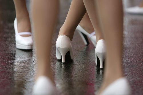 图文:[F1]日本大奖赛美女 车模的舞步