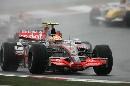 图文:[F1]日本大奖赛正赛 汉密尔顿雨中前行
