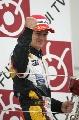 图文:[F1]日本大奖赛正赛 科瓦莱宁最高兴