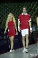 图文:女乒世界杯裙装展示 外国模特秀中国红