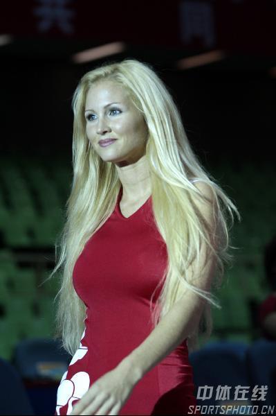 图文:女乒世界杯裙装展示 外国模特的魔鬼身材