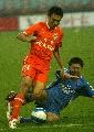 图文:山东鲁能4-0胜厦门蓝狮 吕征比赛中拼抢