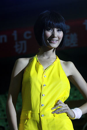 图文:女乒世界杯裙装展示 和球裙相得益彰