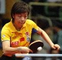 图文:[乒乓球]世界杯张怡宁摘银 反手大力回球