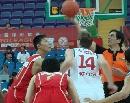 图文:中国男篮vs中央陆军 开场跳球
