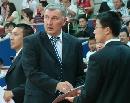 图文:中国男篮vs中央陆军 尤帅画战术