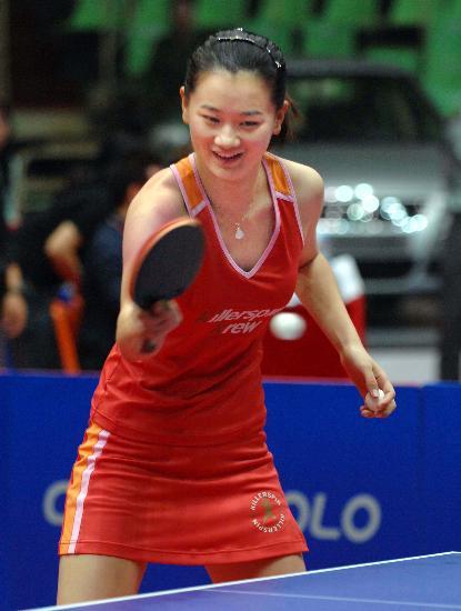 图文:女乒世界杯裙装展示 彭陆洋狂秀连体裙