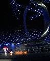 图文:世界夏季特奥会开幕式 程红点燃圣火瞬间