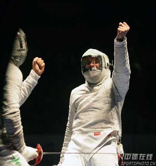 图文:男佩斯坦尼斯拉夫夺冠 为自己加油