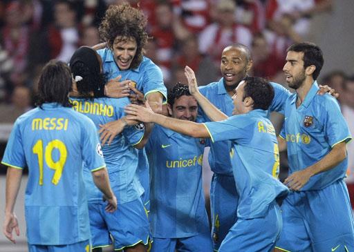 组图:巴萨2-0斯图加特 小罗完美复出梅西再破门