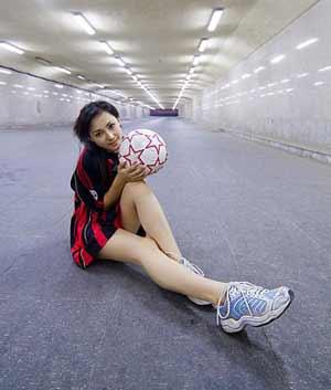 图文:美女足球宝贝之小敏