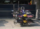 图文:[F1]各车队抵达上赛场 红牛战车鼻翼