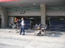 图文:[F1]各车队抵达上赛场 红牛维修间已就位