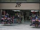 图文:[F1]各车队抵达上赛场 红牛车队维修间