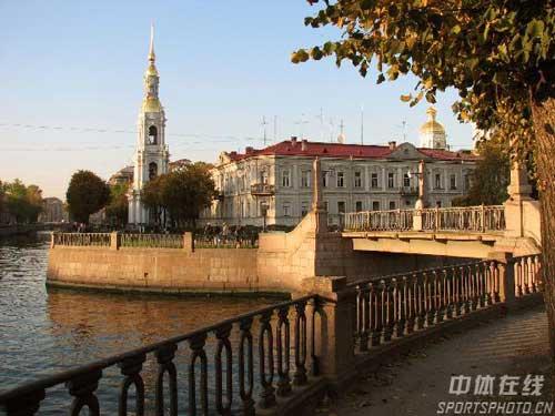 图文:圣彼得堡掠影 河流环绕建筑