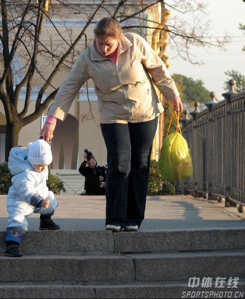 图文:圣彼得堡掠影 街头母与子