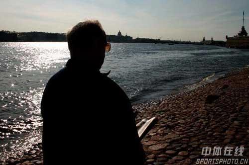 图文:圣彼得堡掠影 读书的老人