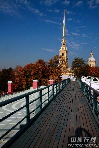 图文:圣彼得堡掠影 通往教堂的栈道