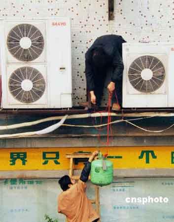 """北京""""节能警察""""今夏查处18家空调过冷单位"""