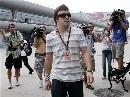 图文:[F1]车手抵达上赛场 阿隆索受关注