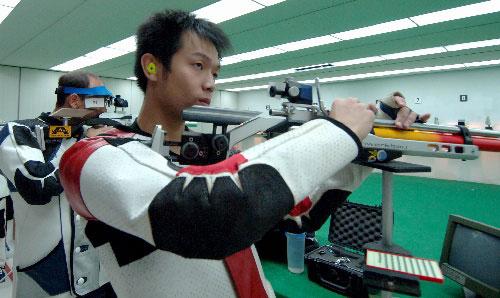 图文:中国队备战世界杯总决赛 朱启南在训练中