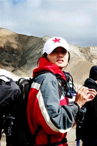离开玉珠峰大本营—— 姜培琳在行军