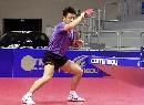 图文:乒乓世界杯中国首训 王皓正手回球