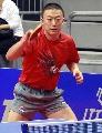 图文:乒乓世界杯中国首训 马琳看准来球