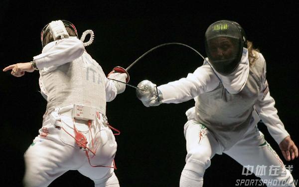 图文:世界击剑锦标赛女子花剑 特里利尼得分