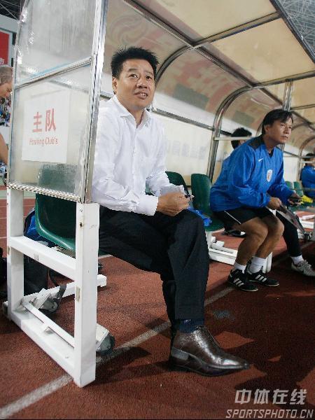 图文:[中超]上海申花2-0长沙 吴金贵满面春风