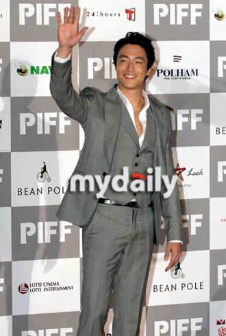 第12届釜山电影节开幕红毯— 丹尼尔亨利