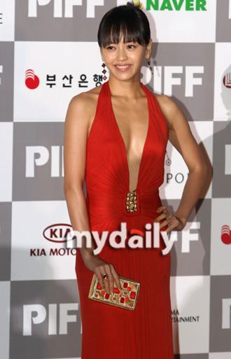 第12届釜山电影节开幕红毯— 姜成妍