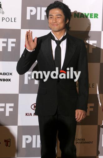 第12届釜山电影节开幕红毯— 池珍熙