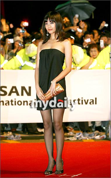 第12届釜山电影节开幕红毯— 高恩雅-01