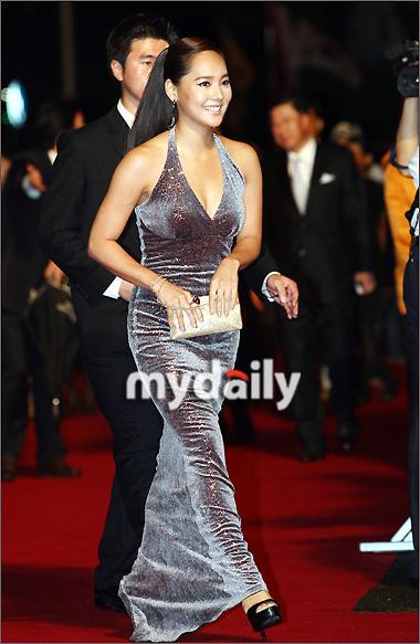 第12届釜山电影节开幕红毯— 柳真