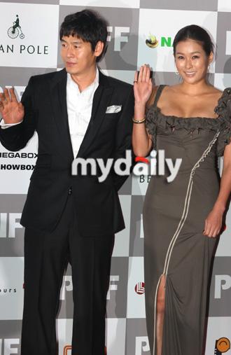 第12届釜山电影节开幕红毯— 薛景求,玄英