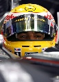 图文:F1上海站首次练习赛 汉密尔顿凝视前方