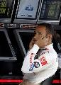 图文:F1上海站首次练习 汉密尔顿表情轻松