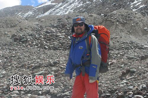 图:王勇峰在行军