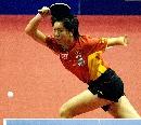 图文:乒乓球世界杯团体赛 李晓霞战胜卢瓦斯