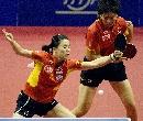 图文:乒乓球世界杯团体赛 王楠/李晓霞获胜